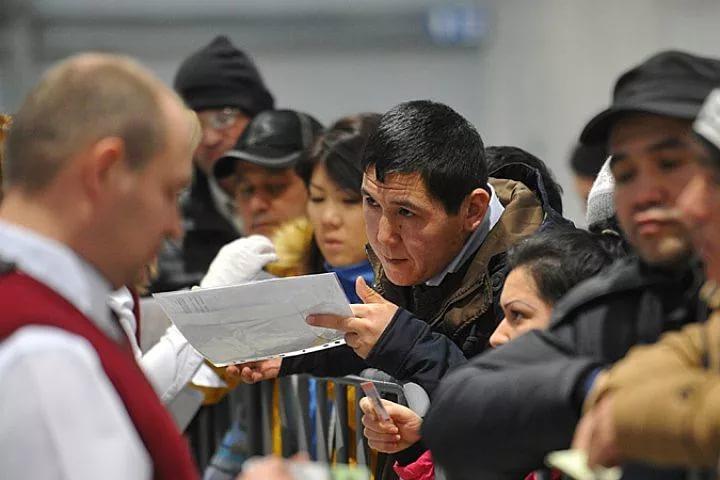 Мнение: Активность мигрантов в России переходит в